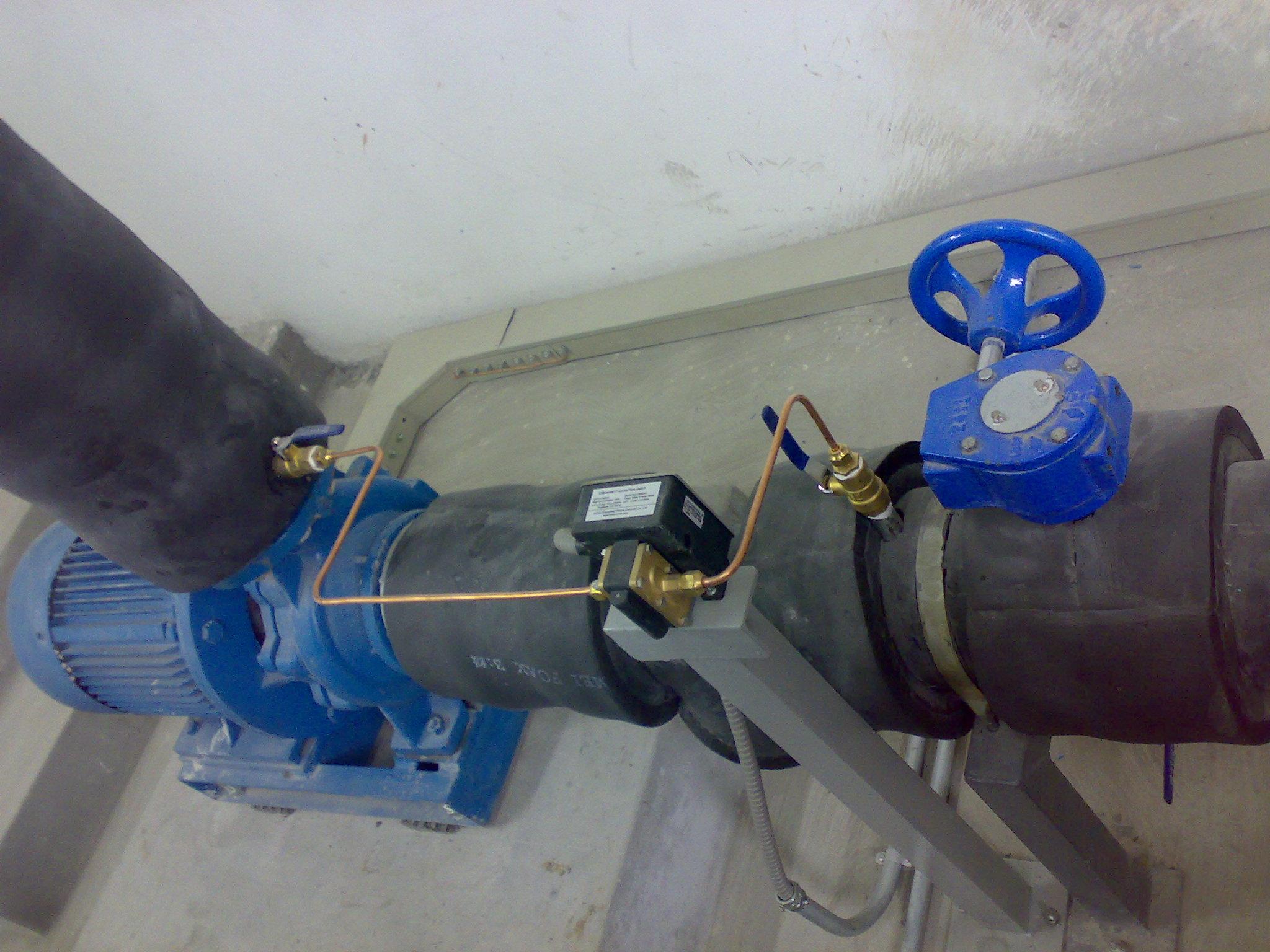 GE-511系列差压式流量开关通过两根细的导压铜管来监控水泵的流量